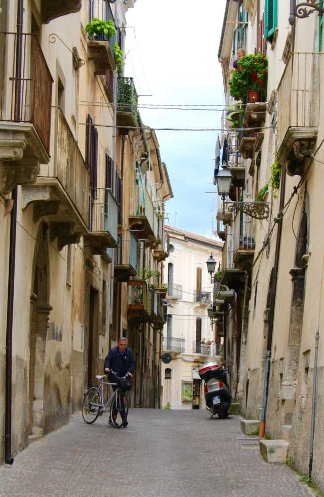 Touring Abruzzo, Italy and roam the streets of Sulmona