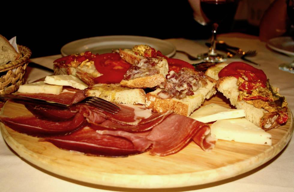 Delicious Abruzese antipasto platter with homemade pecorino, prosciutto and crudo sausage on Italian Provincial Tours' food tour Italy