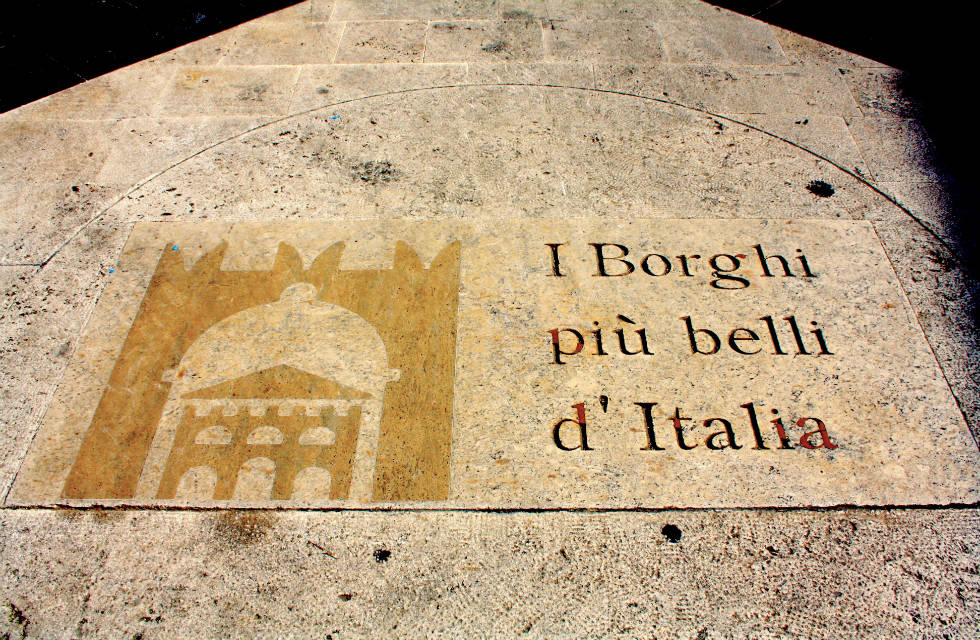 Plaque of I Borghi più belli d' Italia, visit the most beautiful villages in Italy with our Italy tour groups