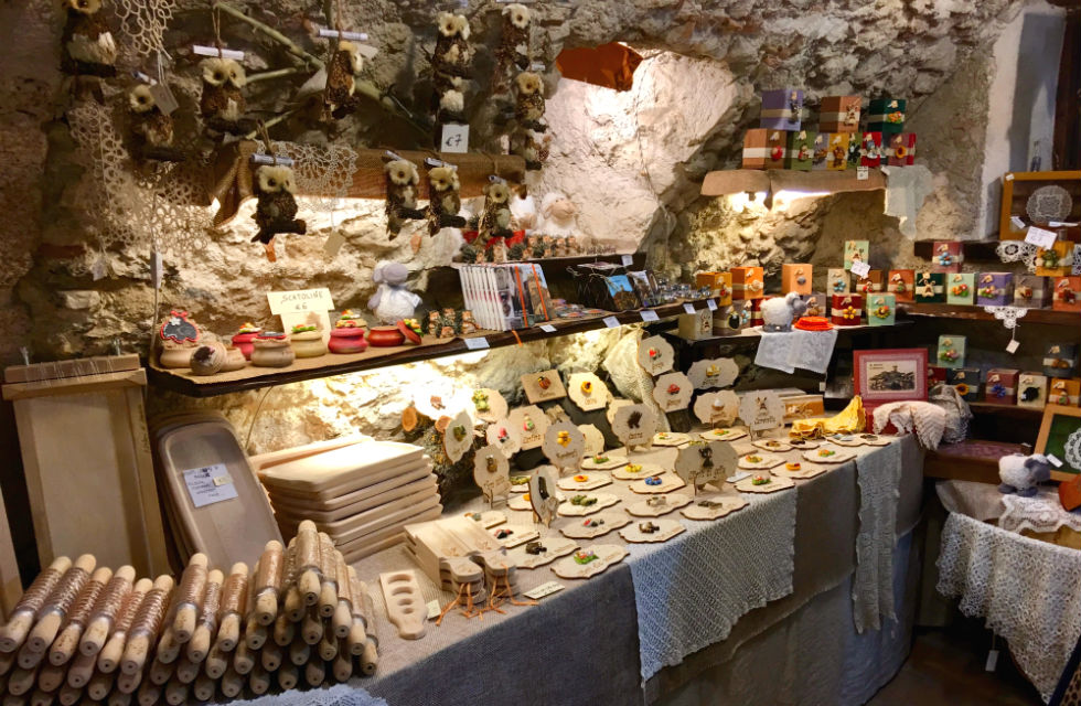 Santo-Stefano-di-Sessanio-where-to-shop-in-Abruzzo-artisan-stores