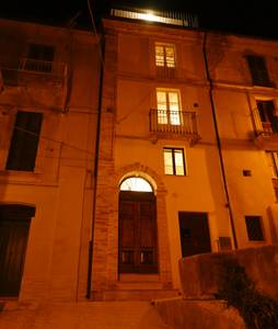 Casa-Vista-la-Majella-at-night-in-Loreto-Aprutino-AirB&B