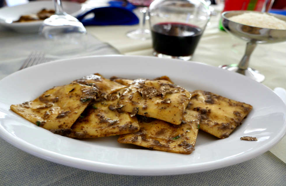 ricotta-ravioli-con-funghi-e-tartufo-ricotta-ravioli-with-mushrooms-and-truffle-food-adventures-Abruzzo-Italy