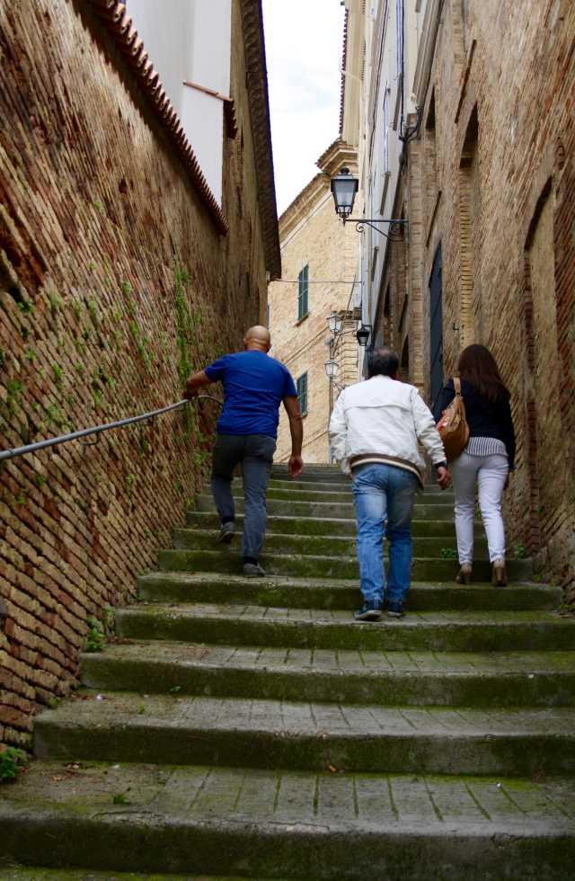 Day Tours of Abruzzo Italy and the streets of Loreto Aprutino, Abruzzo