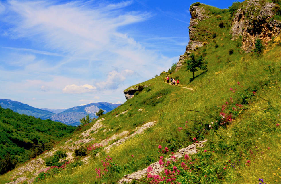 Walking in the Abruzzo countryside on Italian Provincial Tours' small Italy tour groups