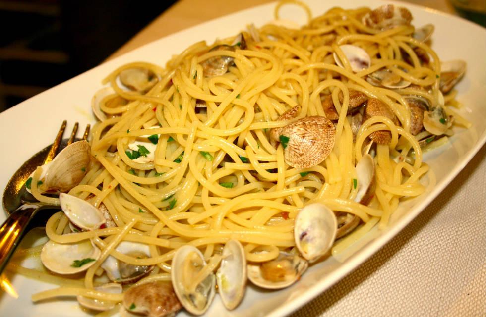 Spaghetti e vongole on Italian Provincial Tours' Abruzzo culinary tours