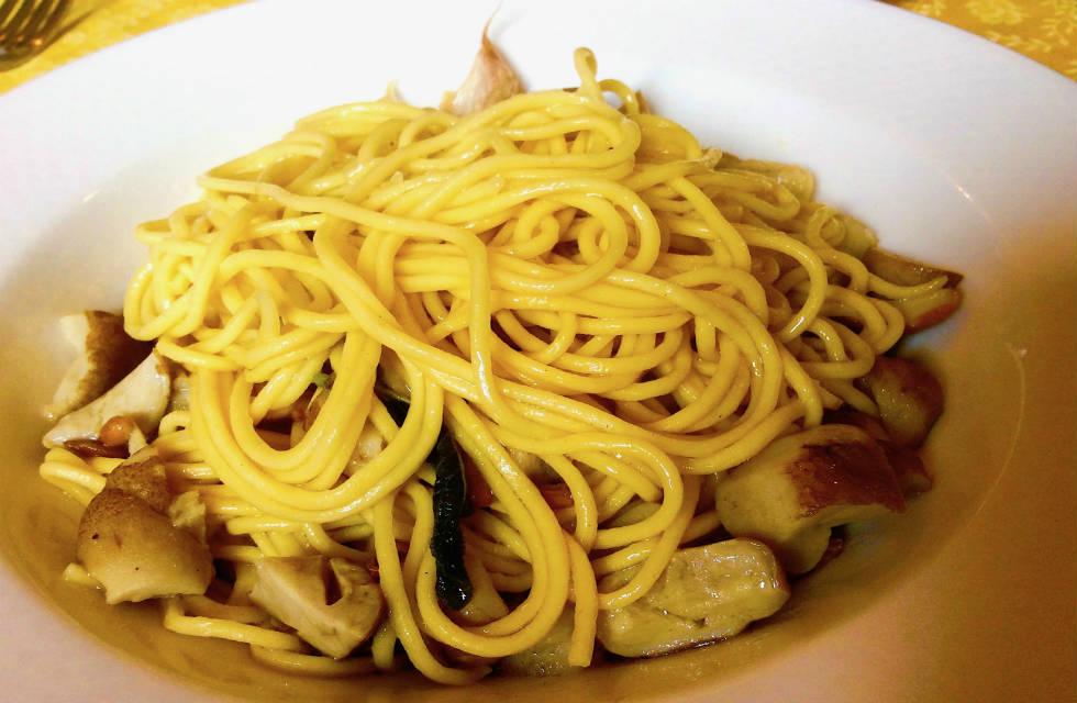 Spaghetti ai funghi (spaghetti with wild mushrooms) Abruzzo Food Tours