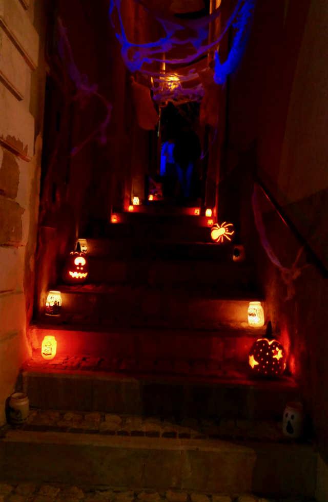 Stairs-at-L'Aneme-de-la-Morte-Serramonacesca-festival-in-Abruzzo
