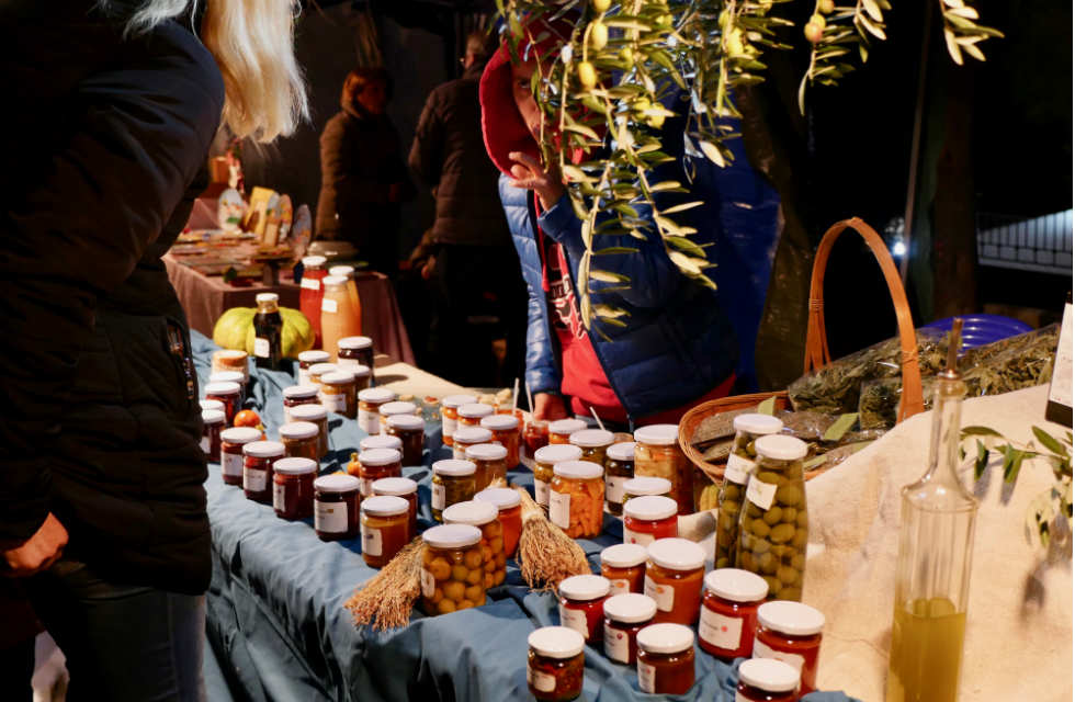 Artisan-stalls-selling-local-produce-Abruzzo-Italy