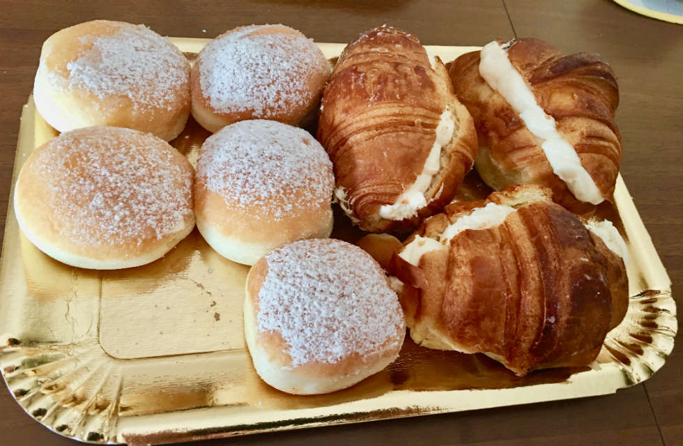 bombe-e-cornetti-what-to-eat-for-breakfast-in-Italy