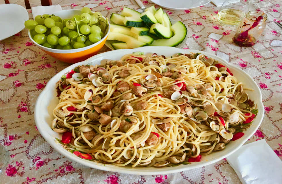 Abruzzeses-spaghetti-alle-vongole-at-home-with-Italian-Provincial-Tours