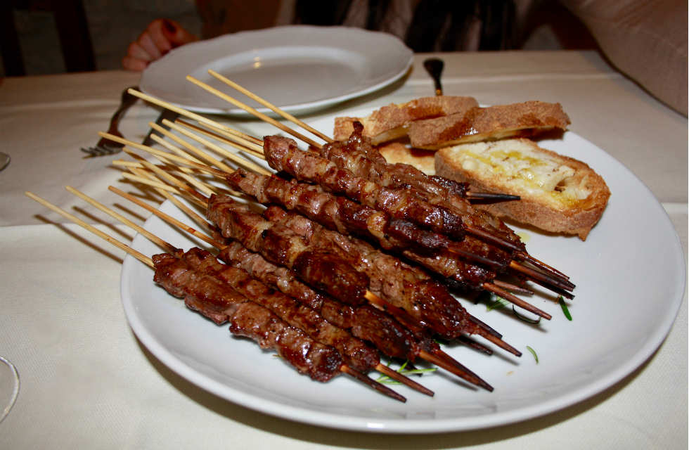arrosticini-on-a plate-on-abruzzo-food-tours